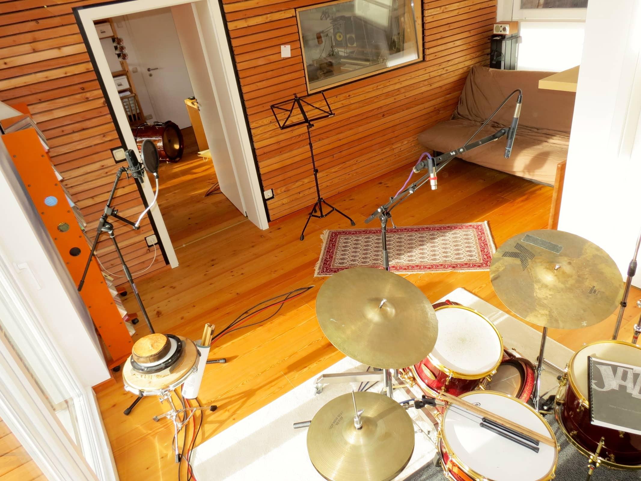 Studio 08